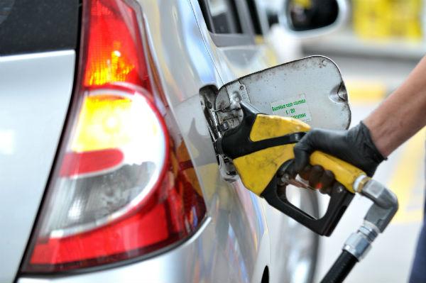 Resultado de imagem para fotos de abastecimento de gasolina